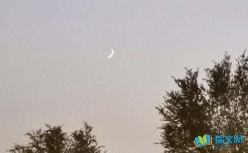描写月亮的词语大全